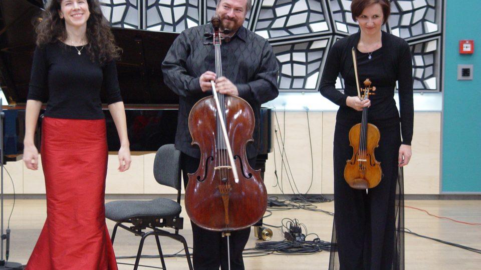 Trio Bergerettes ve Studiu 1